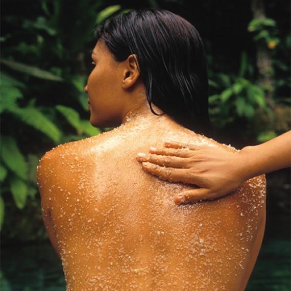 Glättendes Peeling mit Monoi de Tahiti*